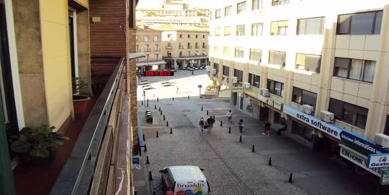 Piso de cuatro dormitorios en alquiler en avenida del for Pisos de alquiler en segovia
