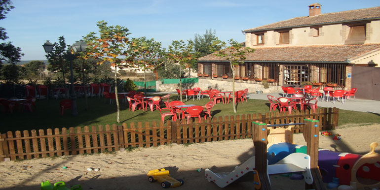 Se vende o alquila bar restaurante con vivienda en la provincia de segovia cerca de pedraza - Restaurante el jardin pedraza ...