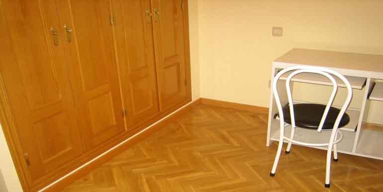 Piso de tres dormitorios en zona cristo del mercado for Pisos de bancos en segovia