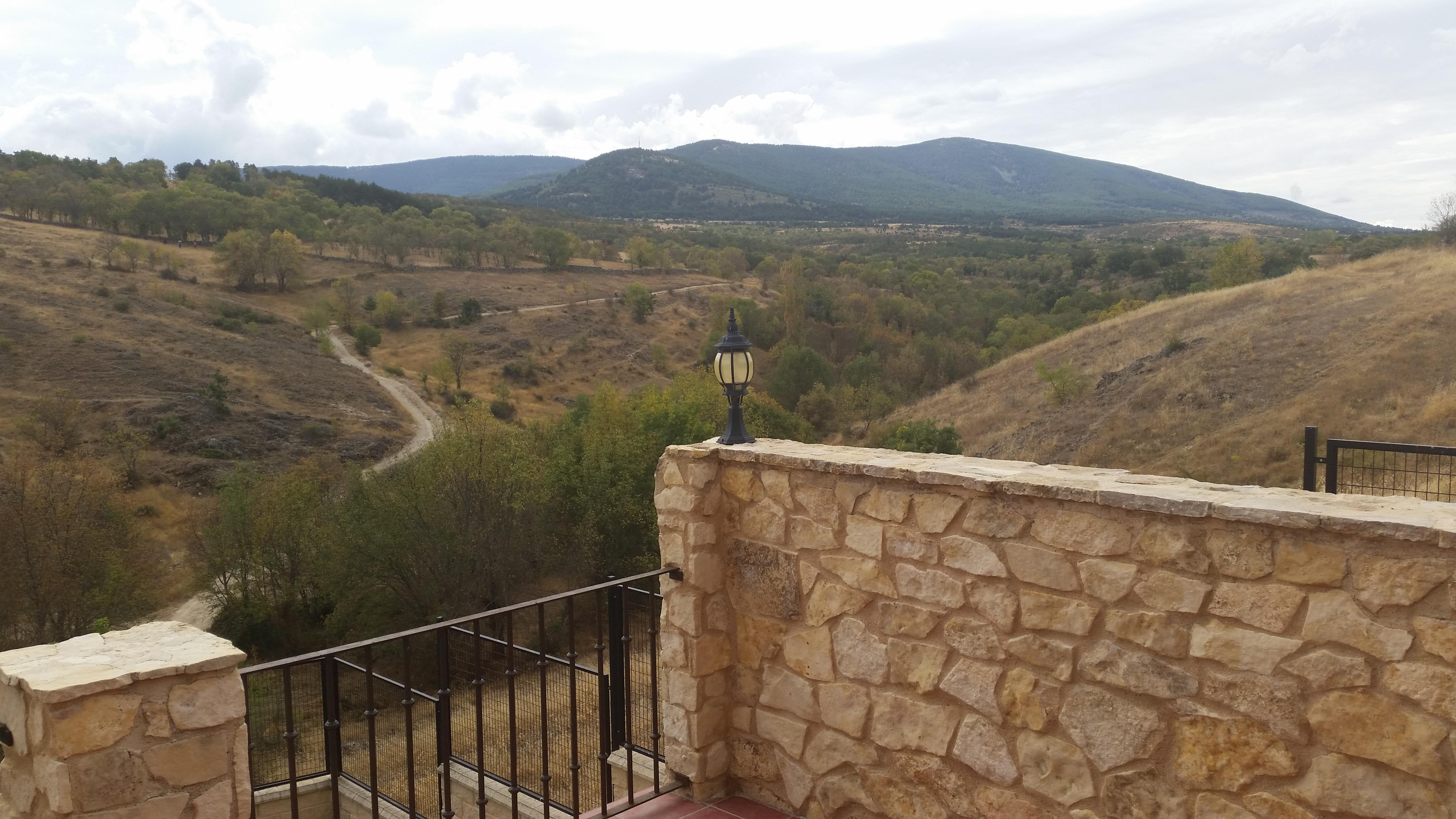 Casa rural de estilo r stico con jard n muy cerca de for El jardin pedraza